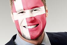 Auszubildender mit dänischer Flagge
